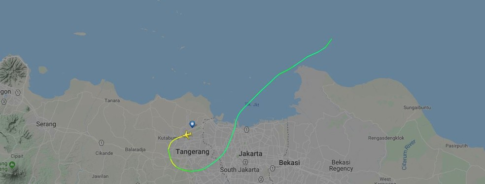 Site de rastreamento de voos mostra trajetória do avião que perdeu contato após decolar do Aeroporto de Jacarta — Foto: Reprodução / Flightradar