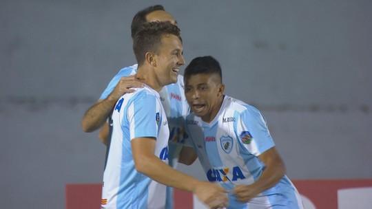 Goleirão entrega, e Dagoberto faz mais um gol pelo Londrina; veja
