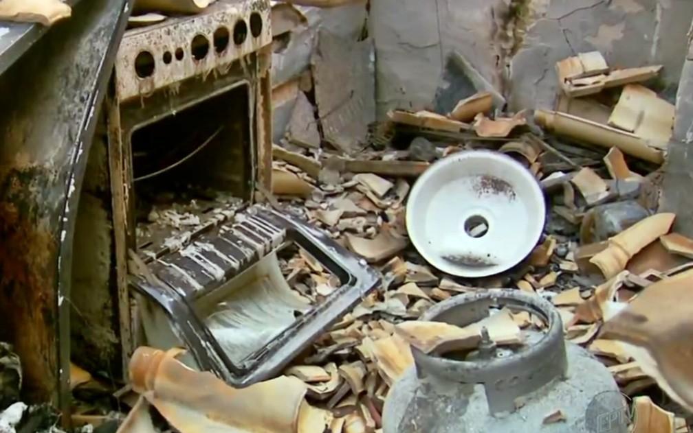 Médica perde casa após queimada em vegetação avançar sobre residências em MG — Foto: Erlei Peixoto / EPTV