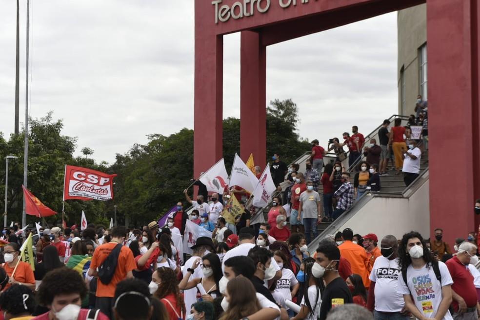 Manifestantes se concentraram na Universidade Federal do Espírito Santo (Ufes), em Vitória, por volta das 14h30 — Foto: Vitor Jubini/Rede Gazeta