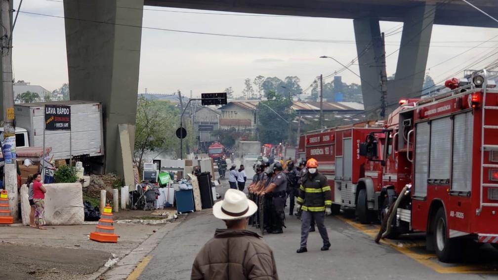 Reintegração de posse em terreno sob concessão da Ecovias em Diadema — Foto: Walace Lara/TV Globo