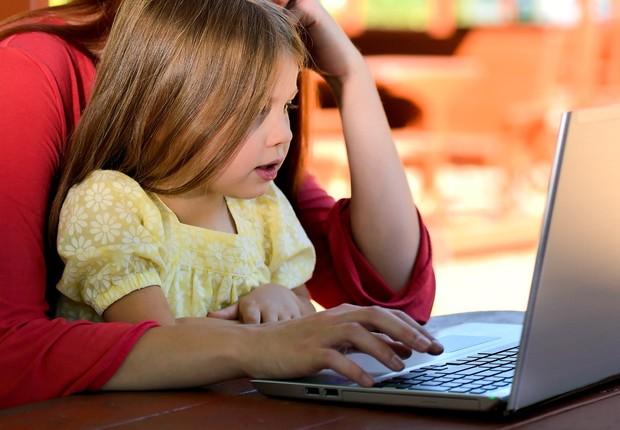 menina, computador, notebook (Foto: Pexels)