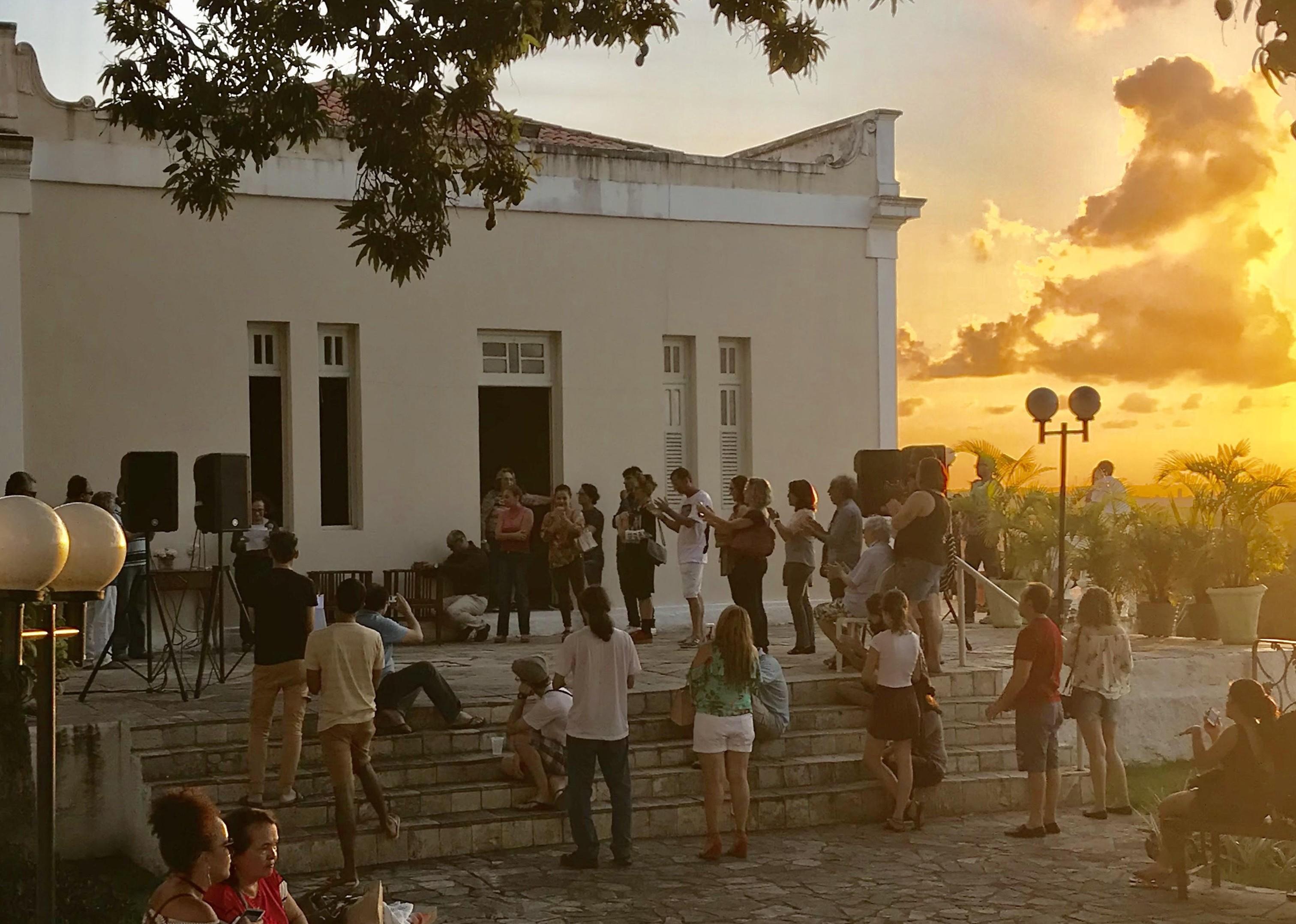 Damião Moreno faz show no Pôr do Sol no Hotel Globo, em João Pessoa