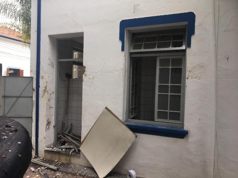 Bomba caseira explode no prédio da Prefeitura de Taubaté e deixa dois feridos — Foto: PM/Divulgação