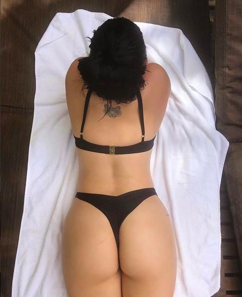 A atriz Ariel Winter pegando sol em suas férias no México (Foto: Instagram)