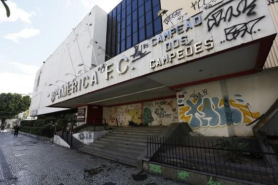 Sede do América: em mau estado de conservação, foi fechada pela Defesa Civil e pelo Corpo de Bombeiros