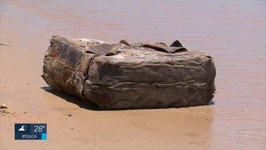 Pacotes achados em praias podem ser objetos usados para amenizar impacto de atracagem de navio, diz CPRH