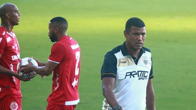 Júnior Baiano estreia como técnico do Central