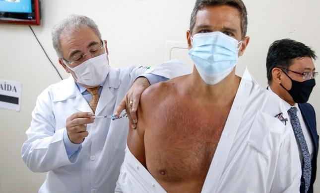 Queiroga vacina o presidente do BC, Roberto Campos Neto