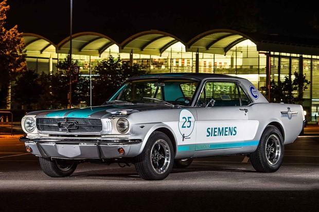 Ford Mustang 1965 recebeu sistema autônomo  (Foto: Divulgação)