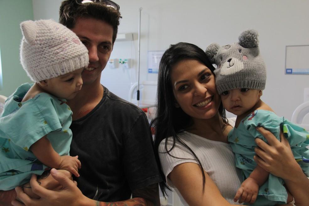 Gêmeas completam um ano no dia 1º de junho — Foto: Hospital da Criança de Brasília/Divulgação