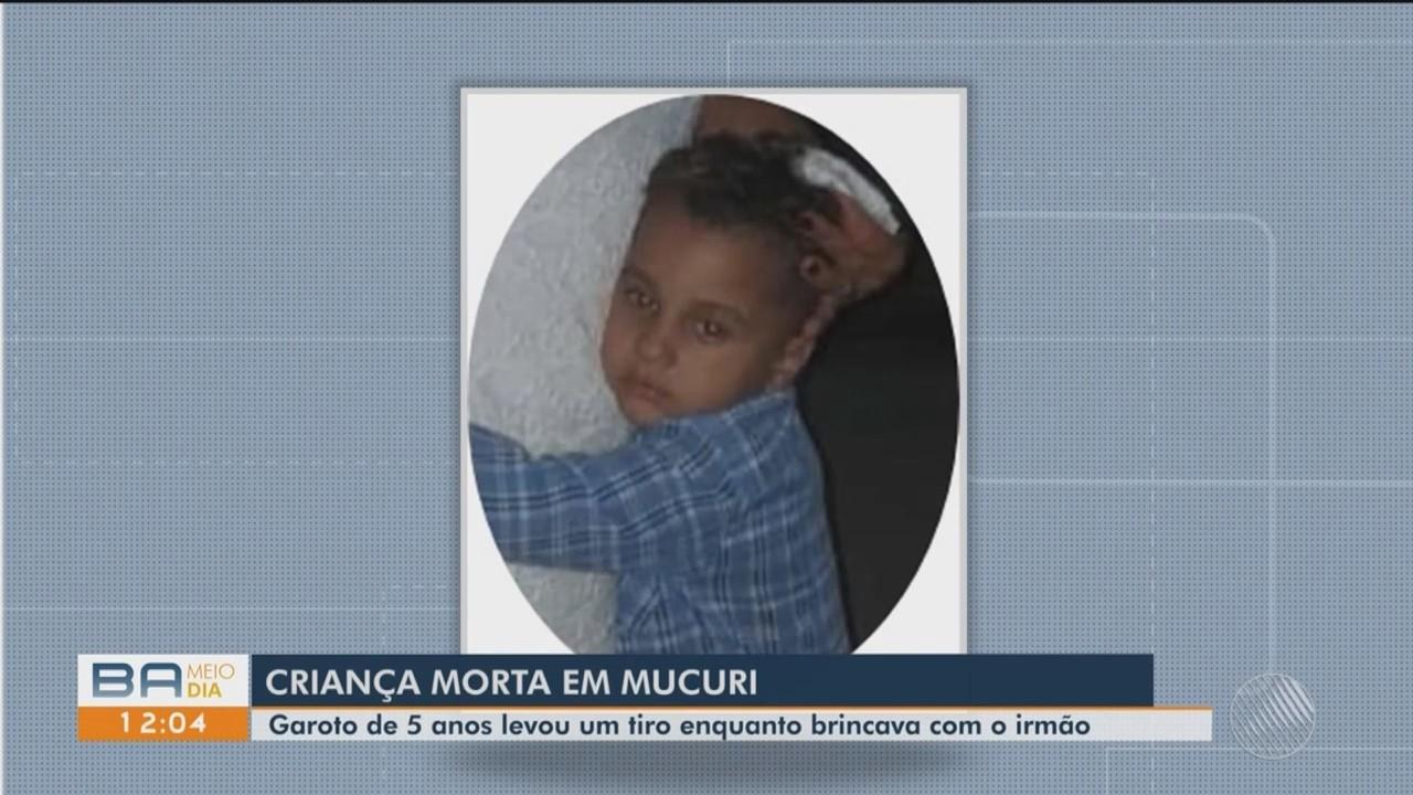 Criança morre após ser baleada por arma de fogo com a qual brincava, junto com o irmão