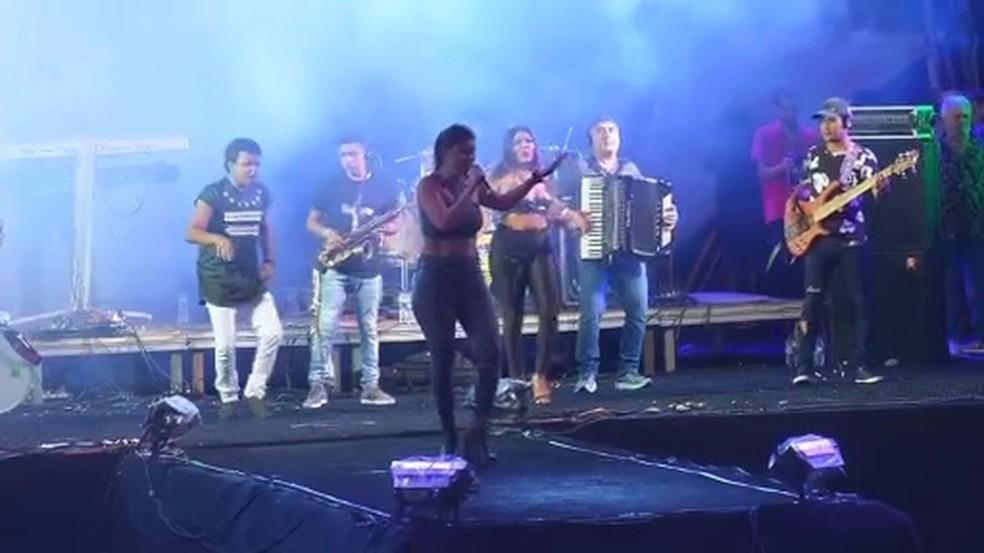 Banda Mastruz com Leite cantou antigos sucessos — Foto: Reprodução/TV Sergipe