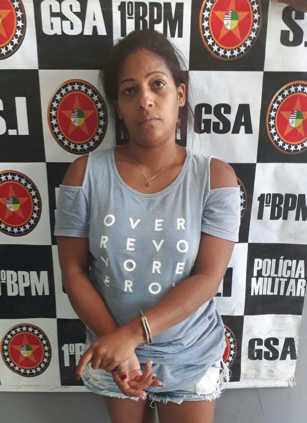 Marta Cristina foi presa em casa portando mais de 50 celulares roubados (Foto: Divulgação/Polícia Civil)