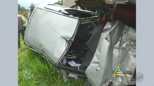 Mulher morre ao bater carro na traseira de caminhão em Batatais, SP