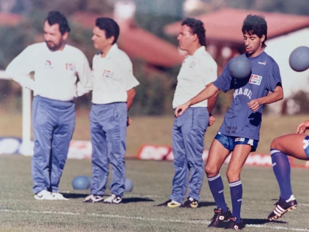 Angioni, ao lado de Nelsinho Rosa e Lazaroni e com Mauro Galvão, foi supervisor da Seleção em 1989 e 1990 — Foto: Arquivo pessoal