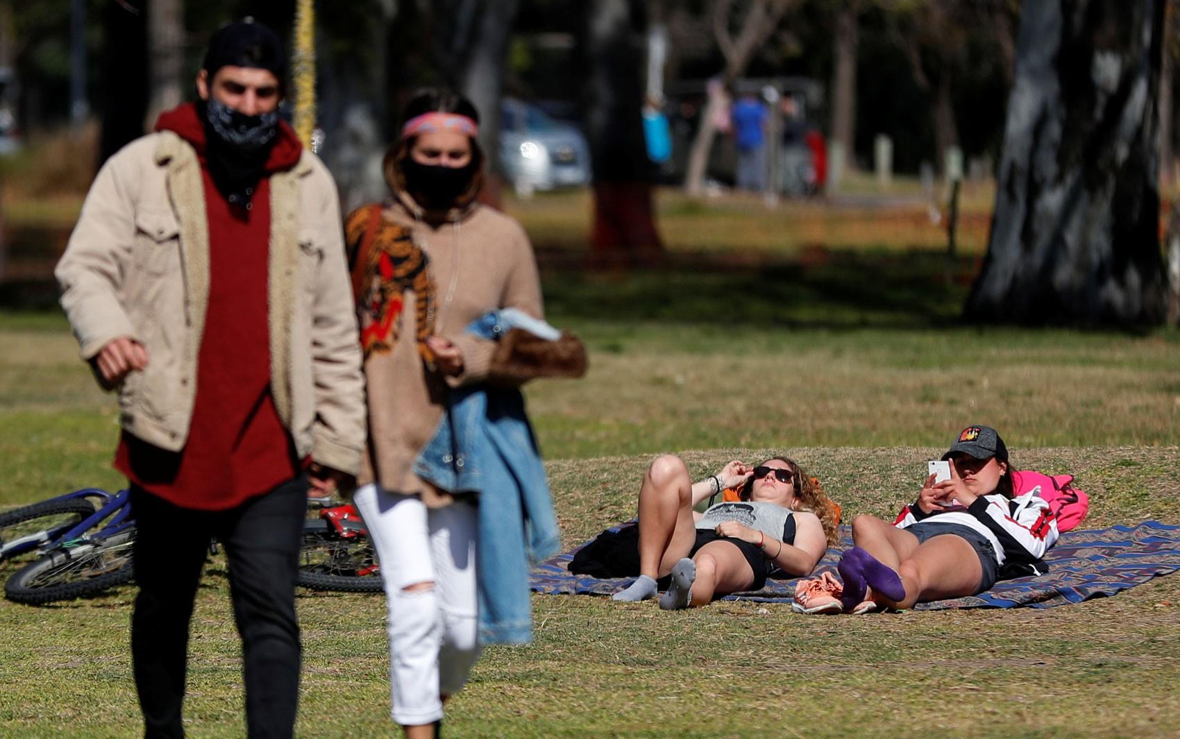 Argentina registra recorde diário de mortos por Covid-19 em seis meses de confinamento