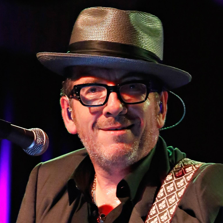 O verdadeiro nome do cantor e compositor Elvis Costello é Declan Patrick MacManus. (Foto: Getty Images)