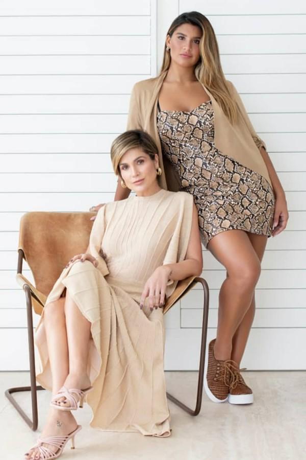 Flávia Alessandra e Giulia Costa posam juntas em campanha