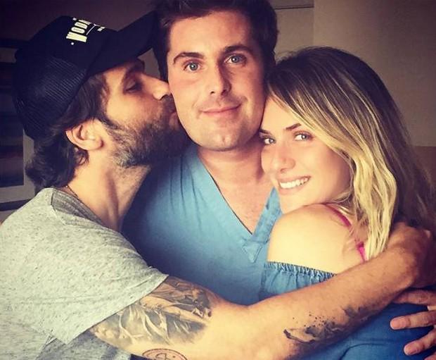 Bruno Gagliasso com o irmão, Thiago Gagliasso, e a mulher, Giovanna Ewbank (Foto: Reprodução/Instagram)