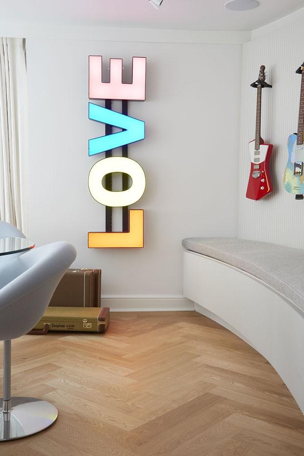 Por dentro da nova casa da top Cara Delevingne em Londres (Foto: Skyler Smith)