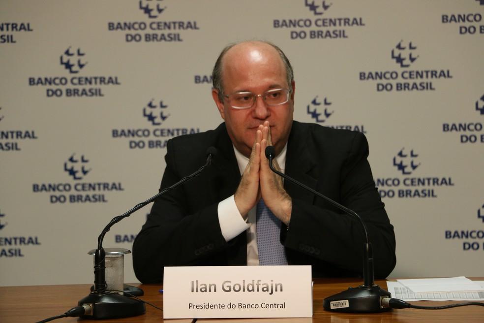 O presidente do Banco Central, Ilan Goldfajn, fala a jornalistas sobre a inflação de 2017, abaixo do piso da meta (Foto: Alvaro Costa/TV Globo)