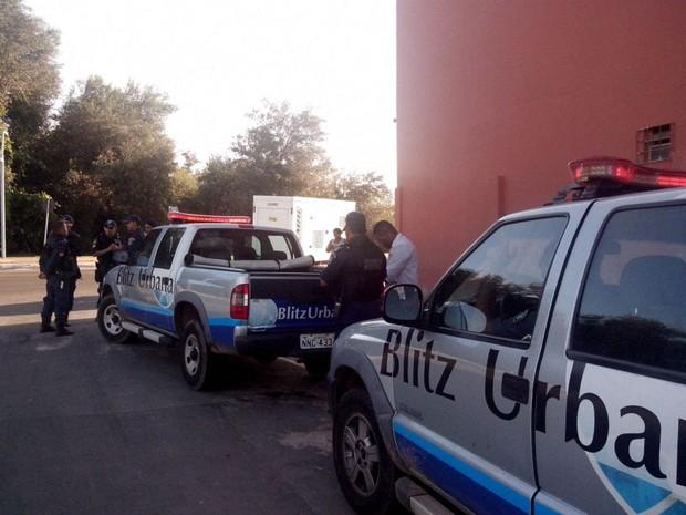 Operação na Lagoa da Jansen resulta na interdição temporária de bar (Foto: Jéssica Barros/G1)