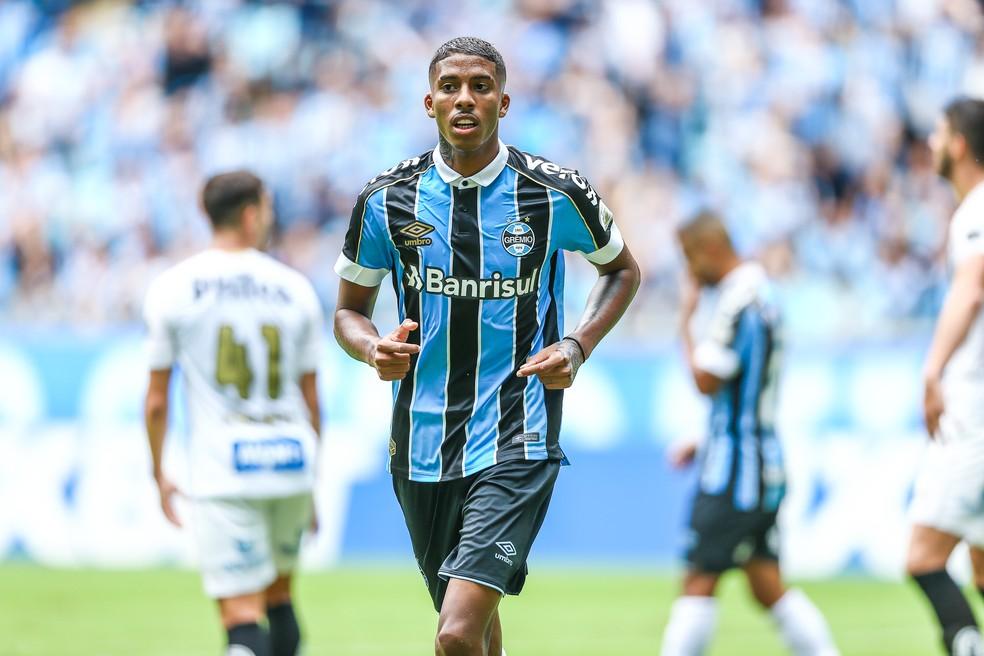Jean Pyerre em derrota do Grêmio para o Santos  — Foto: Eduardo Moura