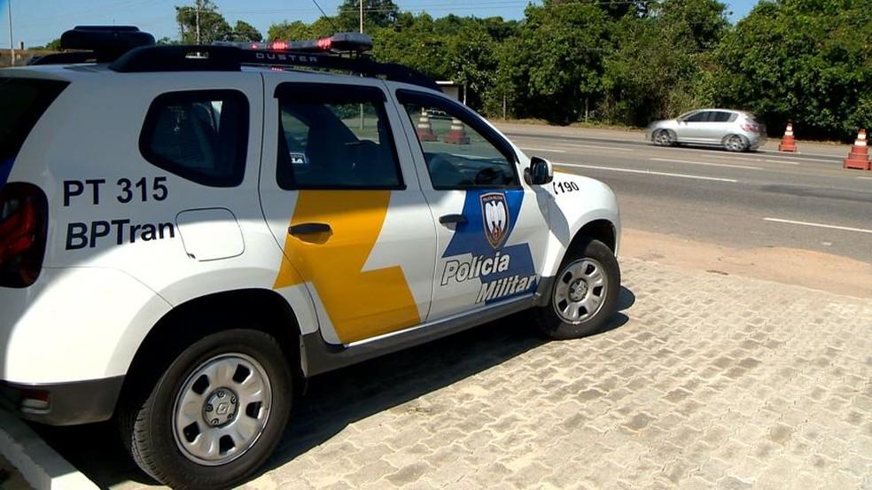 Motorista pediu ajuda ao passar por posto da PM e evitou assalto — Foto: Ari Melo/ TV Gazeta