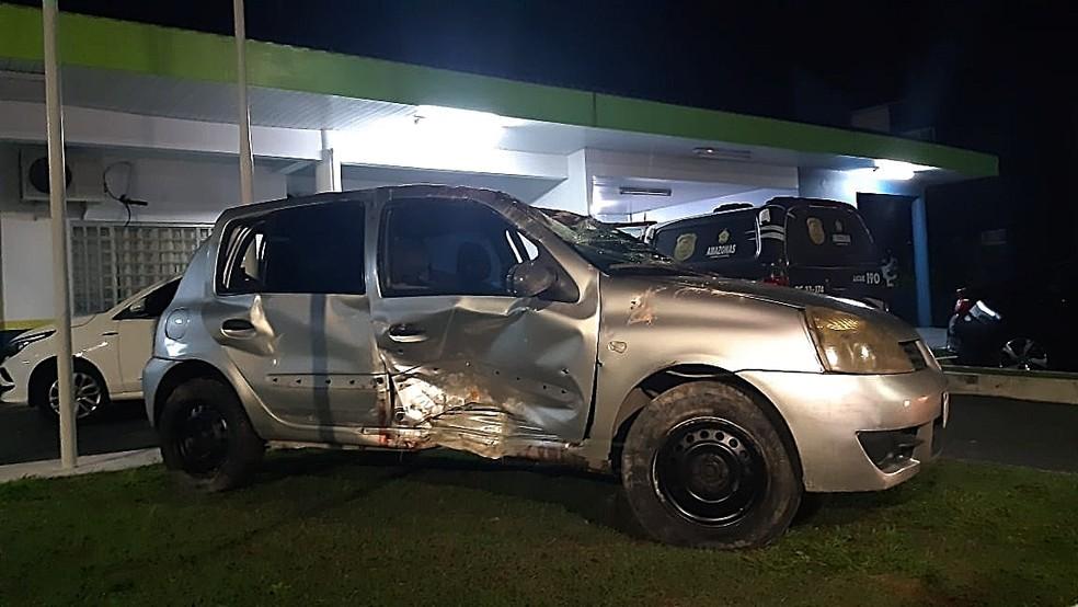 Carro usado pelo grupo capotou durante perseguição policial — Foto: Carlos Eduardo Pessoa/Grupo Rede Amazônica