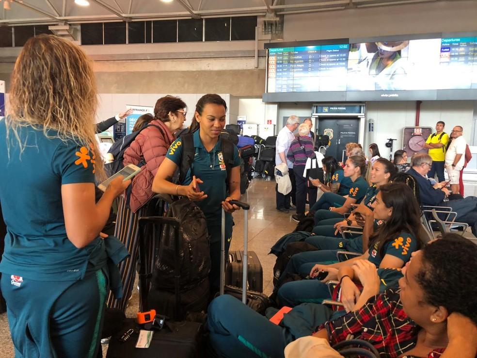 Embarque da seleção brasileira feminina rumo à Copa — Foto: Amanda Kestelman