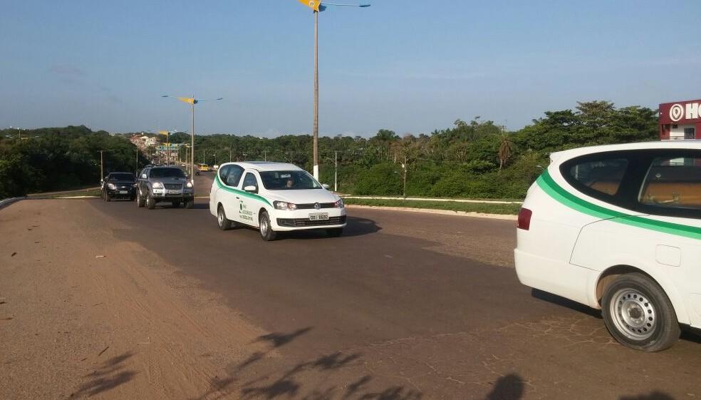 Cortejo saiu por volta das 8h da manhã (Foto: Débora Rodrigues/TV Tapajós)