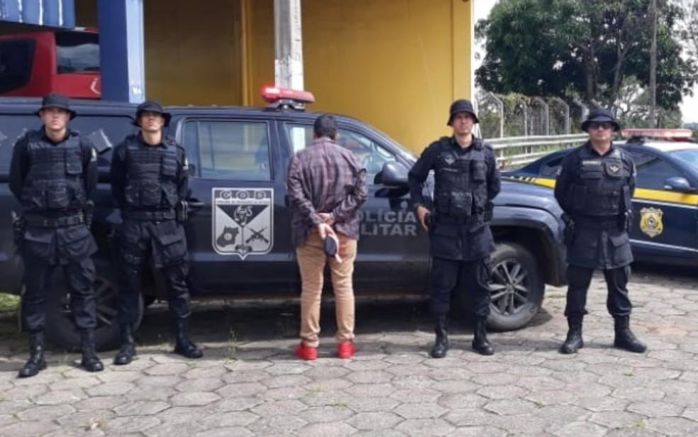 Pastor viajava em um ônibus que saiu de Campo Grande com destino à capital goiana, quando foi abordado em uma operação conjunta da PRF e COD — Foto: Divulgação/Polícia Rodoviária Federal