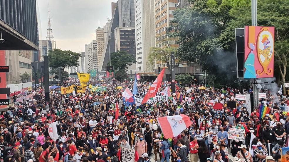 Protestantes na Avenida Paulista em ato contra o presidente Jair Bolsonaro e pelas vacinas — Foto: Henrique Picarelli/GloboNews