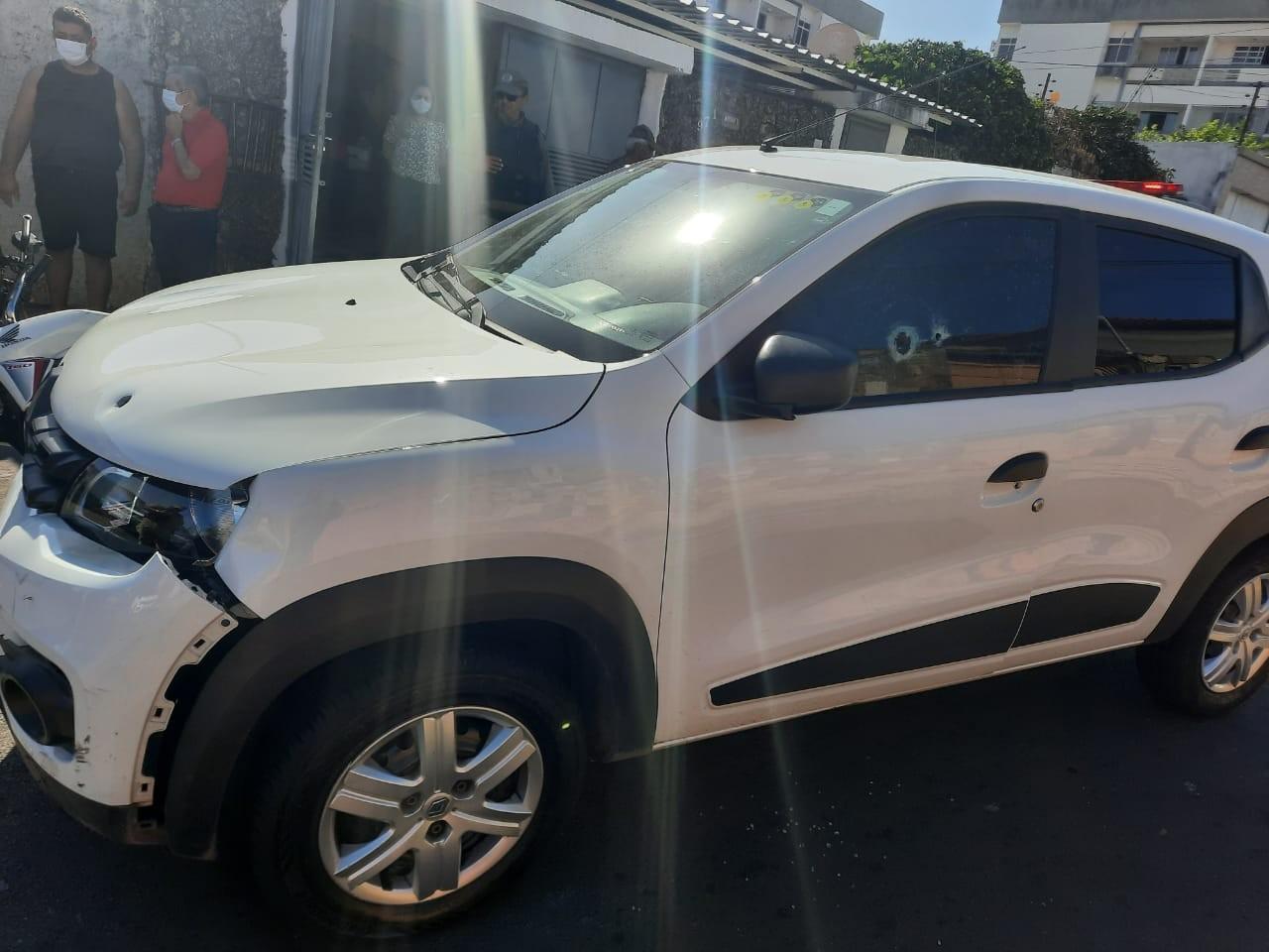 Motorista é baleado após atropelar bandidos para tentar defender o pai de assalto no Piauí