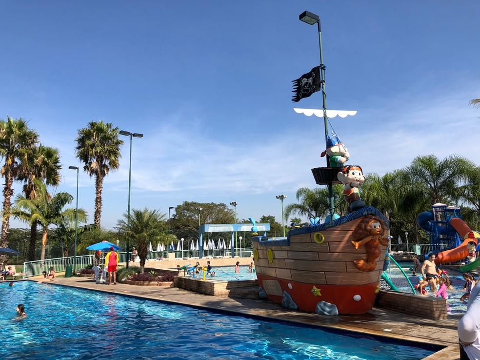 Foto da piscina do resort sendo utilizada em 2018 — Foto: Diego Guichard / GloboEsporte.com