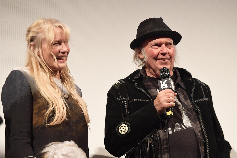 A atriz Daryl Hannah e o músico Neil Young (Foto: Getty Images)