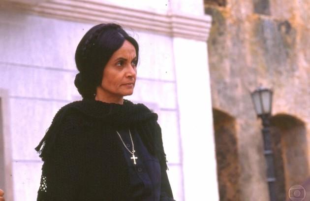 Em 'Tieta' (1989), Perpétua (Joana Fomm) guardava o pênis do falecido marido numa caixa secreta em seu guarda-roupas (Foto: TV Globo)