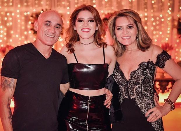 Ana Clara com os pais (Foto: Reprodução)