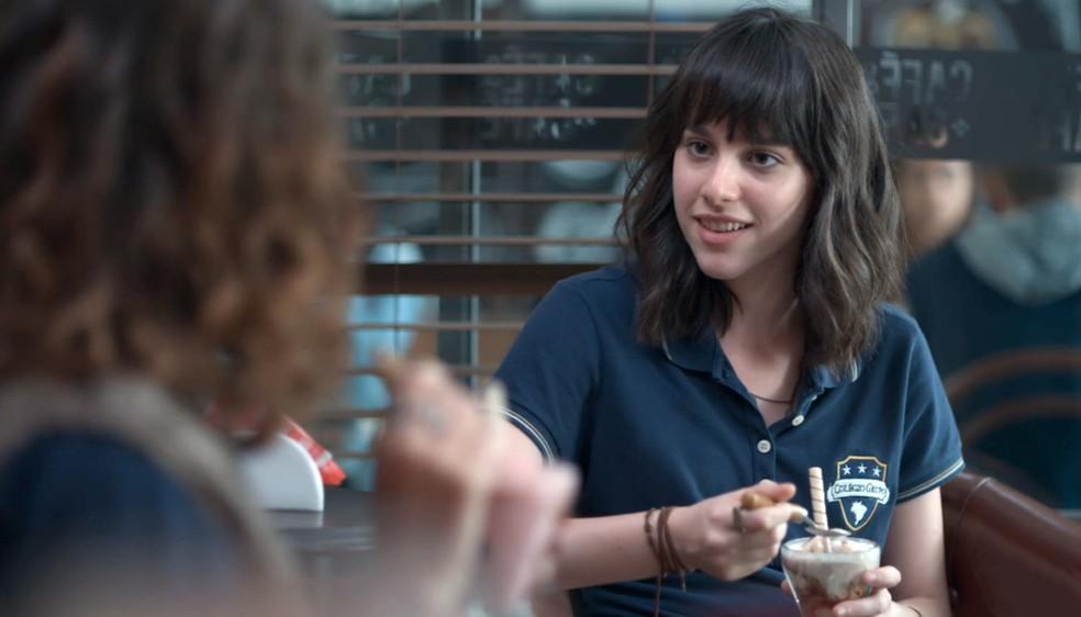 Lica (Manoela Aliperti) conversa com Samantha (Giovanna Grigio) em 'Malhação - Viva a Diferença' — Foto: Globo