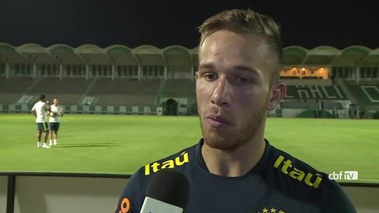 """Arthur fala em """"oportunidade"""" antes de jogo contra Argentina e joga luz em mistério de Tite"""