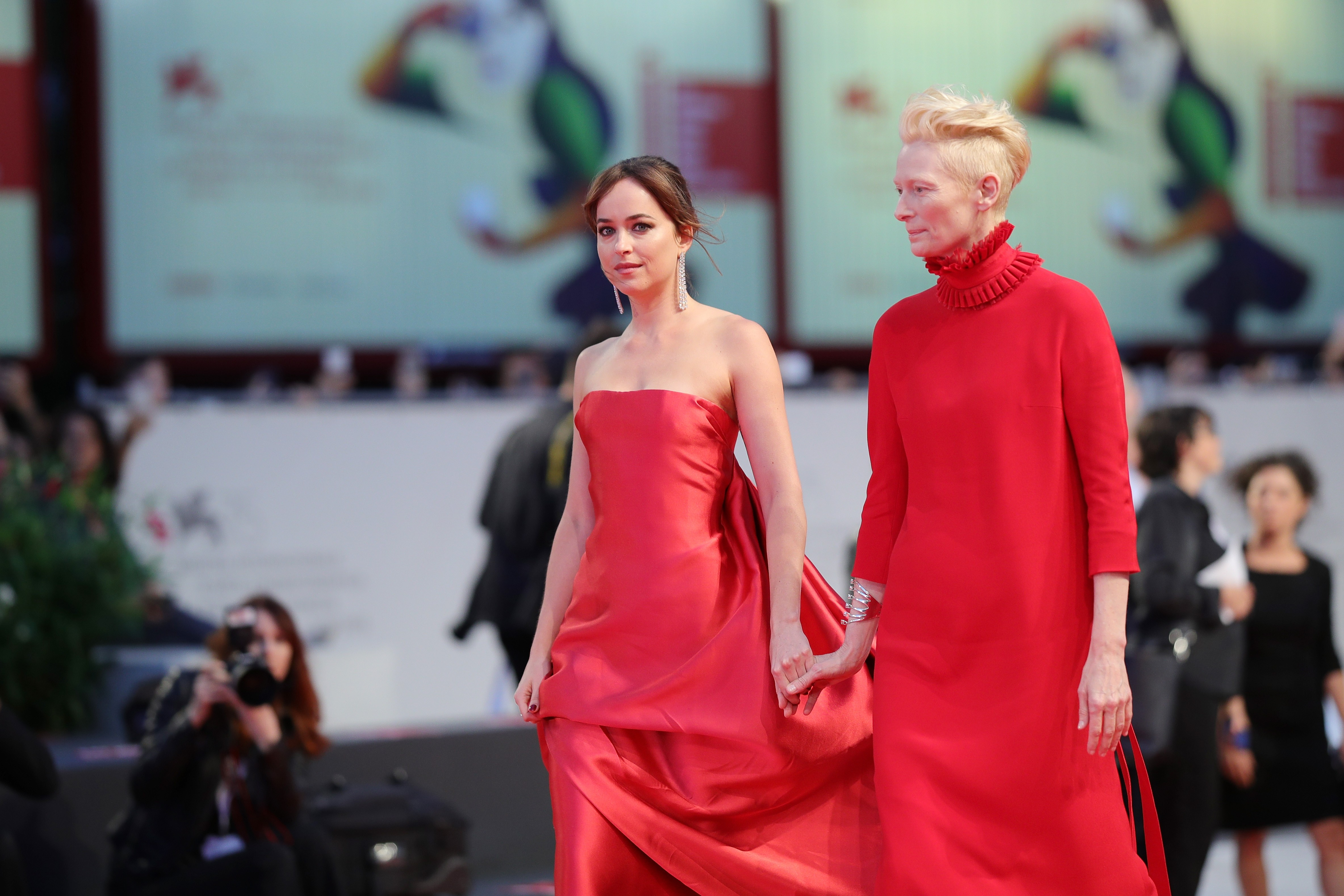 Dakota Johnson e Tilda Swinton (Foto: Getty Images)