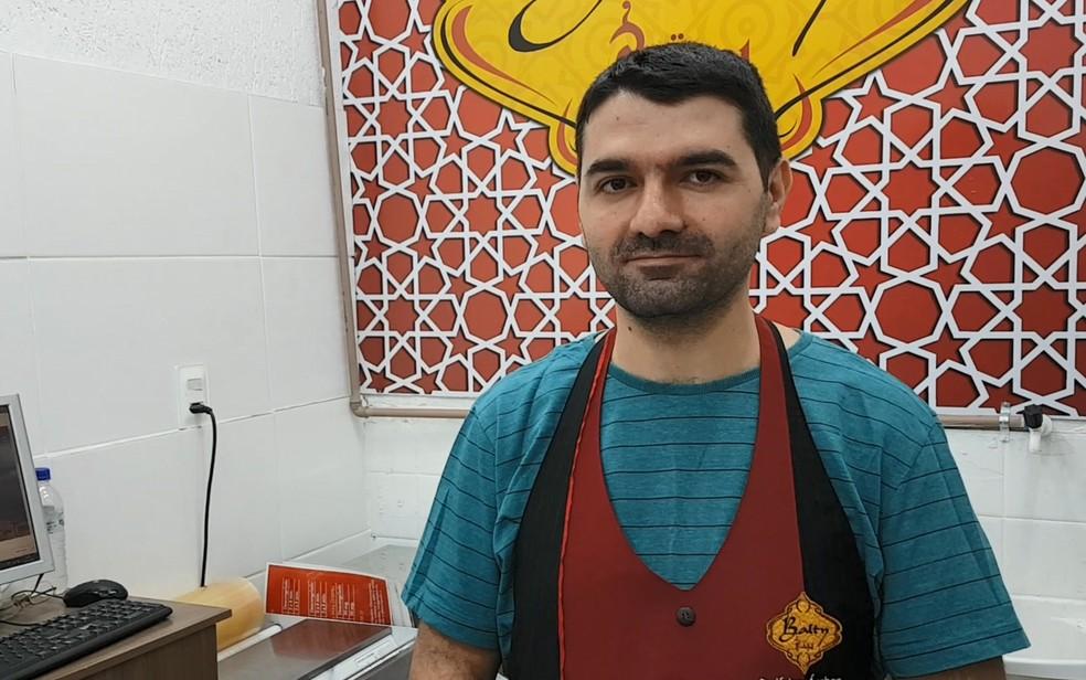 Khaled Tomeh abriu uma loja no Mercado Central de BH com produtos tradicionais sírios (Foto: Pedro Ângelo/G1)