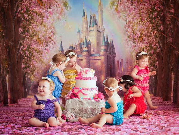 Depois do ensaio, as pequenas se deliciaram com o bolo (Foto: Karen Marie)