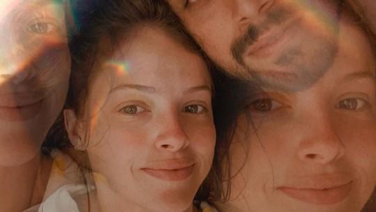 Agatha Moreira tranquiliza fãs após ela e Rodrigo Simas testarem positivo para Covid: 'Estamos bem'