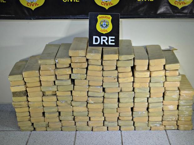 Ao todo 160 quilos de maconha foram encontrados em carga de arroz  (Foto: Quésia Melo/G1)