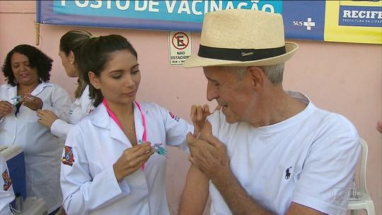 Dia D de vacinação contra a gripe lota postos de saúde em todo o Brasil