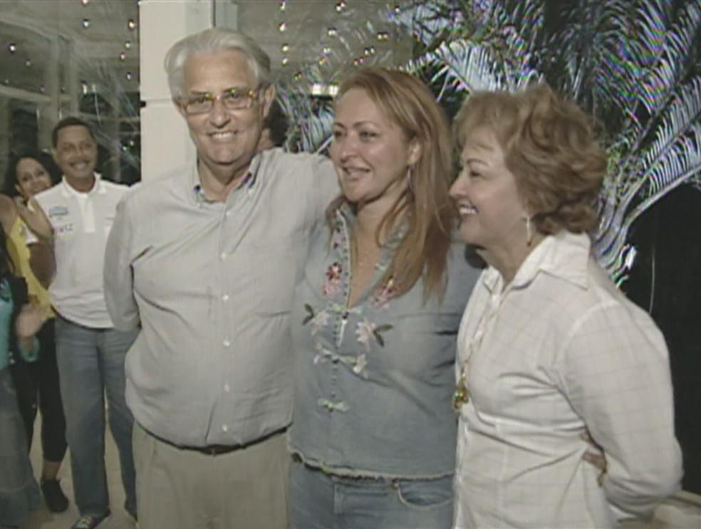 Ex-governador Joaquim Roriz ao lado da mulher e da filha, em imagem de arquivo — Foto: Reprodução/TV Globo