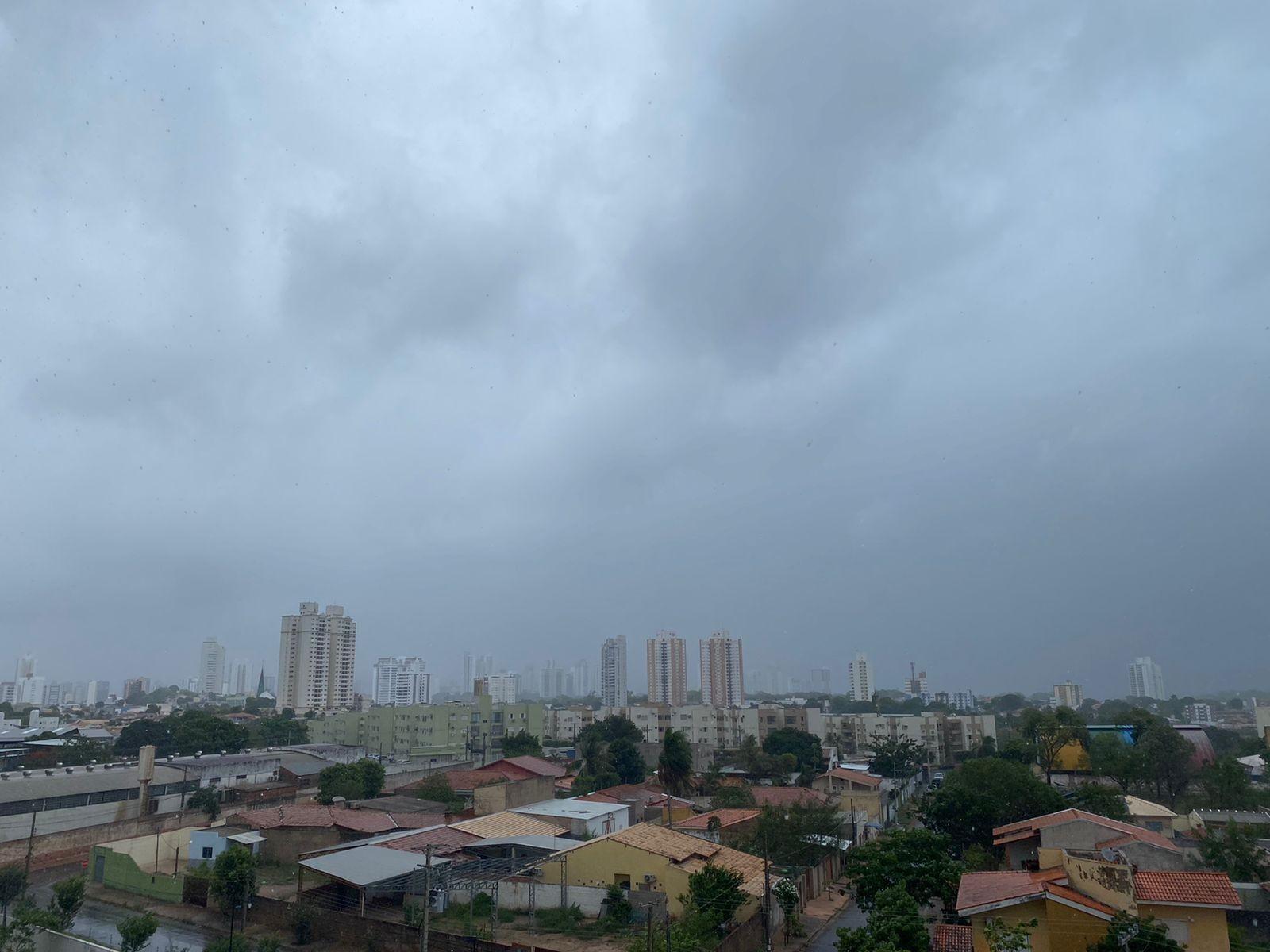 Região metropolitana tem quedas de energia após tempestade neste domingo