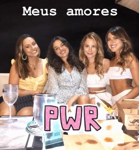 Isis Valverde curtiu o aniversário da amiga no Rio (Foto: Reprodução/Instagram)